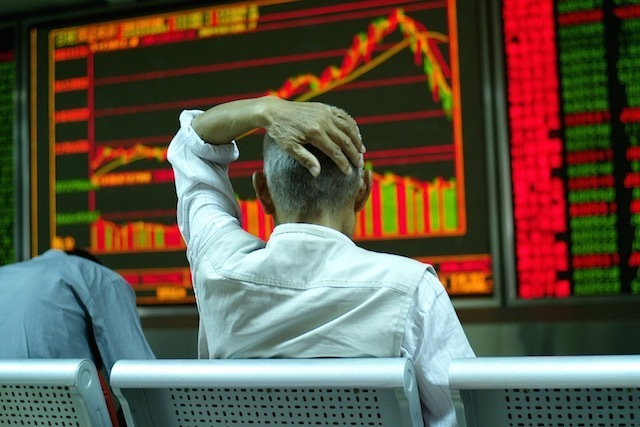 epa04833258 A stock investor sits in front of an electronic screen showing stock price at a brokerage house in Beijing city, China, 06 July 2015. China's benchmark Shanghai Composite Index rose 2.41 percent, or 89 points, to finish at 3,775.91 points and the Shenzhen Component Index dropped 1.39 percent, or 170.26 points, to close at 12,075.77 points. Asian stocks traded mostly down, as investors weighed the possible fallout of Greece's vote against European bailout conditions a day earlier. China stocks, however, opened higher after a string of measures to reverse the market free-fall were announced over the weekend.  EPA/WU HONG